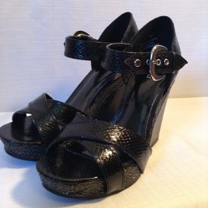 Woman's Diba Black Heeled open toes Platform